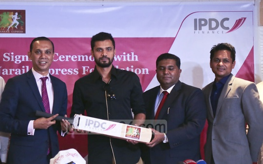 IPDC Finance Managing Director Mominul Islam signs an agreement with cricketer Mashrafe Bin Mortaza, chief of non-profit social welfare organisation Narail Express Foundation, at a hotel in Dhaka on Thursday. Photo: Mahmud Zaman Ovi