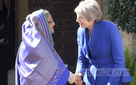 British Prime Minister Theresa May welcomes Prime Minister Sheikh Hasina as she arrives at St James's Palace in London to join the Commonwealth Heads of Government Meeting.