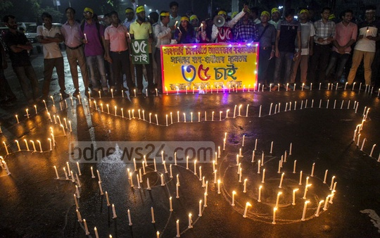 Members of Bangladesh Council to Protect General Students' Rights light candles during a demonstration at Shahbagh on Saturday, demanding the maximum age limit for applying for the government jobs be raised to 35 from 30.
