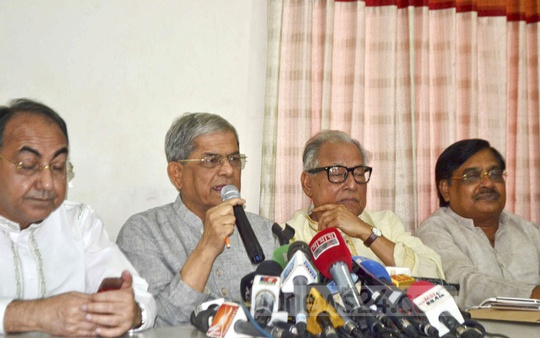 BNP Secretary General Mirza Fakhrul Islam Alamgir speaks at a news conference at the party office in Dhaka on Tuesday. He said Tarique Rahman has surrendered his passport to the UK Home Office to get political asylum in London, not to give up Bangladesh citizenship.