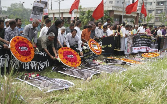 Different social organisations commemorate the workers killed in the Rana Plaza collapse by placing wreaths at the graveyard at Jurain in Dhaka on Tuesday as Bangladesh marks the fifth anniversary of its worst industrial disaster. Photo: Abdullah Al Momin