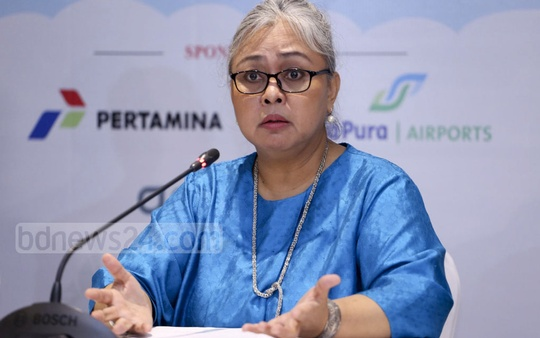 Indonesia's Ambassador Rina Prihtyasmiarsi Soemarn briefs the media about 'Indonesia Fair' at a hotel in Dhaka on Tuesday. The three-day fair will begin from Apr 26 at Le Meridien Dhaka.
