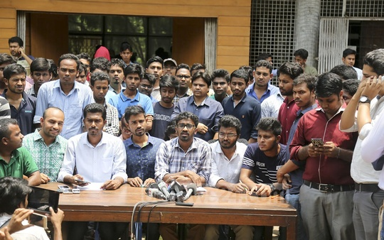 Nurul Haque Nur, a joint convenor of the quota reform committee under the banner of General Students' Rights Preservation Forum, speaks to the media on Thursday in front of Dhaka University Library. Photo: Mahmud Zaman Ovi