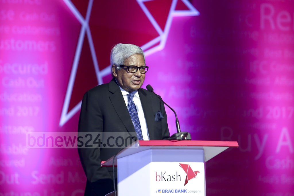 BRAC founder Fazle Hasan Abed addresses a ceremony marking the signing of a deal between bKash and Ant Financial at a Dhaka hotel on Thursday.