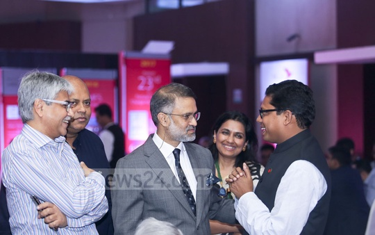 bdnews24.com Editor-in-Chief Toufique Imrose Khalidi (centre) speaks to State Minister for ICT Zunaid Ahmed Palak (right) at a ceremony marking the signing of a deal between bKash and Ant Financial at a Dhaka hotel on Thursday. ADN Group Chairman Asif Mahmood (left), Brummer and Partners Asset Management Bangladesh CEO Khalid Quadir and Shohoz.com founder Maliha Quadir were also present.