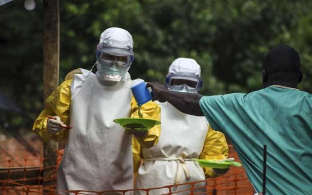Medical staff working with Medecins sans Frontieres (MSF) prepare to bring food to patients kept in an isolation area at the MSF Ebola treatment centre in Kailahun Jul 20, 2014. Reuters