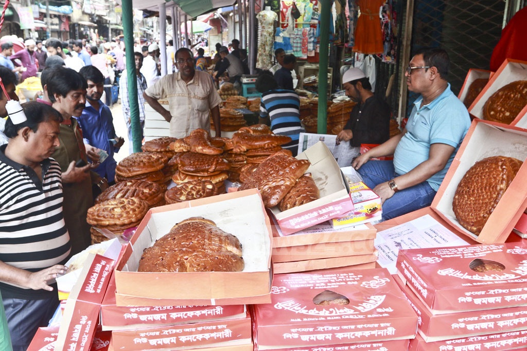 Customers crowd shops to buy breads on the occasion of Shab-e-Barat.Customers crowd shops to buy breads on the occasion of Shab-e-Barat.