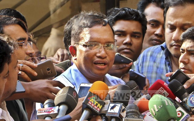 File Photo: Mizanur Rahman speaking to the media after ACC quizzing on May 3, 2018.