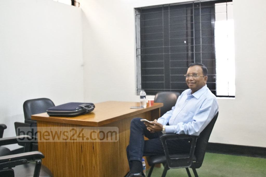 Deputy Inspector General of police Mizanur Rahman arrives at the Anti-Corruption Commission for an interrogation by the graft watchdog on Thursday.