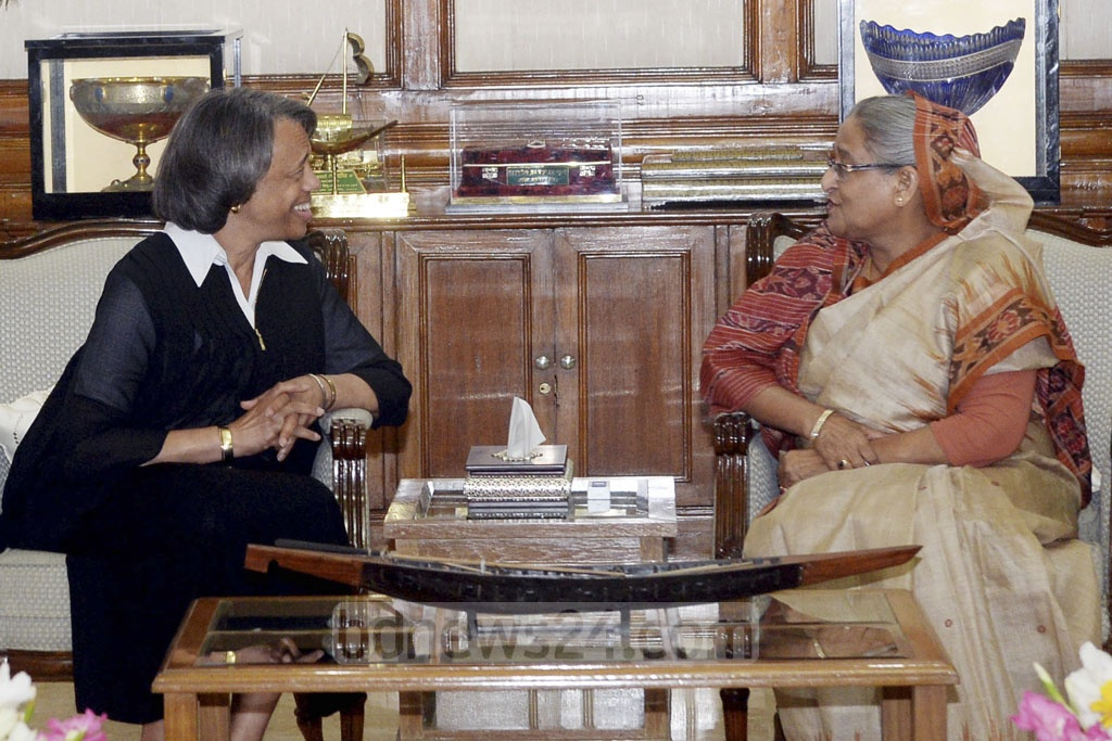 US Ambassador Mercia Bernicat meets Prime Minister Sheikh Hasina at the Ganabhaban on Thursday. Photo: PMO