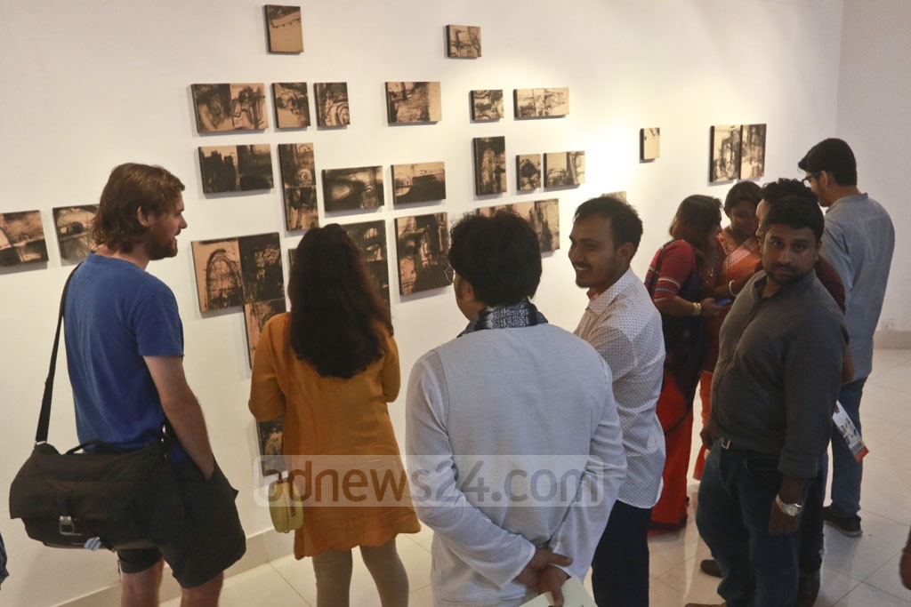 Visitors appreciating the paintings of Kuntal Barai at his first solo exhibition.