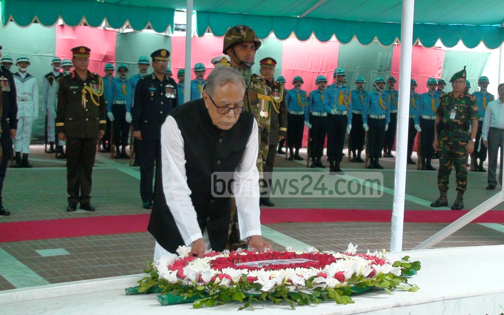 President Md Abdul Hamid pays respect to the Father of Nation Bangabandhu Sheikh Mujibur Rahman at his grave in Gopalganj's Tungiparha on Monday after becoming the first Bangladeshi to hold the office for two consecutive terms. Photo: Press Wing, Bangabhaban