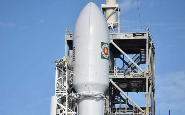 SpaceX delays launch debut of upgraded Falcon rocket