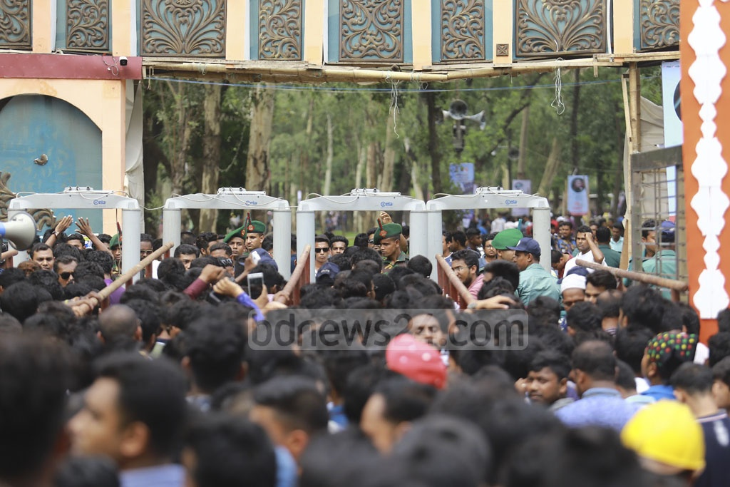 Bangladesh Chhatra League leaders and activists are marching to attend tye student organisation's Central Council at the Dhaka's Suhrawardy Udyan. Photo: Mahmud Zaman Ovi