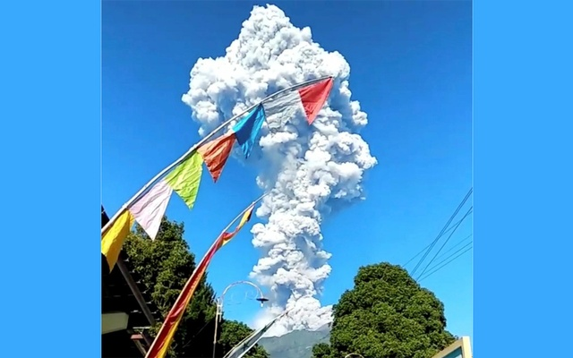In Indonesia, the eruption of the volcano: evacuation alert