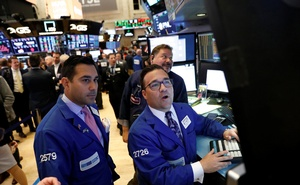 Traders work on the floor of the New York Stock Exchange (NYSE) in New York, US, May 11, 2018. Reuters