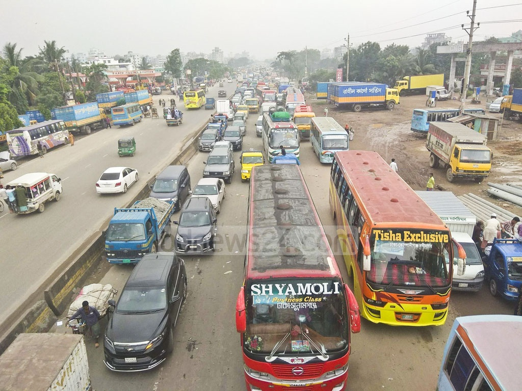The Dhaka-Chattogram highway experiences heavy traffic jam due to maintenance work on the Kanchpur bridge and the second bridge on Wednesday.