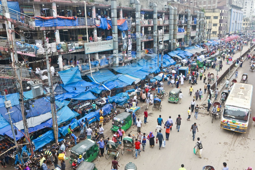 Shopping is on in full swing as hawkers grab pavements and parts of the street in Gulistan-Fulbaria area. The photo was taken on Wednesday. Photo: Abdullah Al Momin