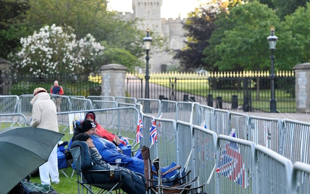 Royal fans awake at first light having spent the night outside of Windsor Castle, the location for the forthcoming wedding of Britain's Prince Harry and his fiancee Meghan Markle, in Windsor, Britain, May 18, 2018. Reuters