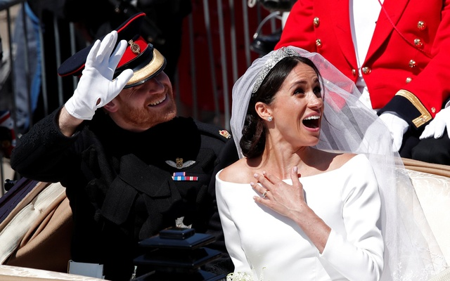 Britain's Prince Harry and his wife Meghan ride a horse-drawn carriage after their wedding ceremony at St George's Chapel in Windsor Castle in Windsor, Britain, May 19, 2018. REUTERS/Benoit Tessier