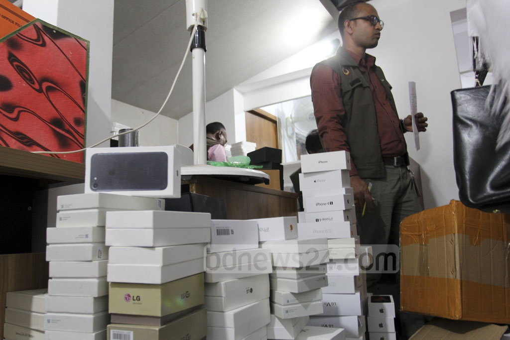 Customs intelligence officials raid a house of Mohakhali DOHS on Saturday. Photo: Asif Mahmud Ove