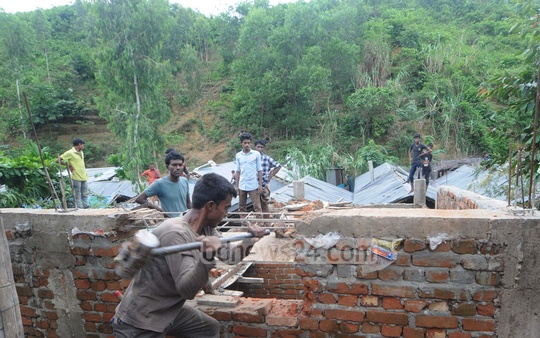 A mobile court of the district administration clears illegal establishments on the foothills of Akbar Shah area in Chattogram. Photo: Suman Babu