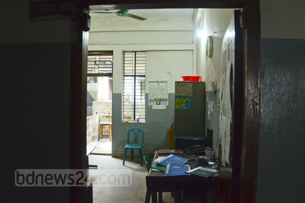 Work at the outpatient department of Dhaka National Medical College Hospital comes to a halt on Monday. Photo: Abdullah Al Momin