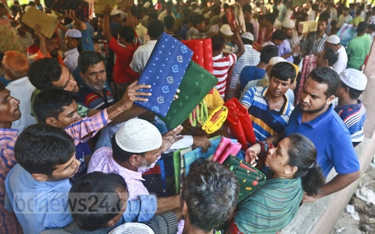 The jamdani market is abuzz with buyers and sellers in Demra on Friday. Photo: Abdullah Al Momin