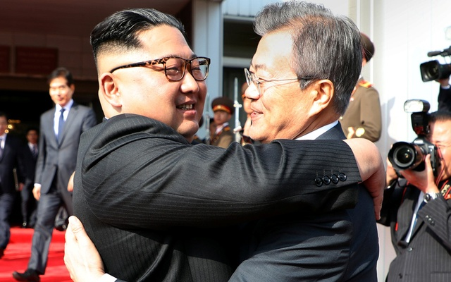 South Korean President Moon Jae-in bids farewell to North Korean leader Kim Jong Un as he leaves after their summit at the truce village of Panmunjom, North Korea, in this handout picture provided by the Presidential Blue House on May 26, 2018. The Presidential Blue House /Handout via Reuters