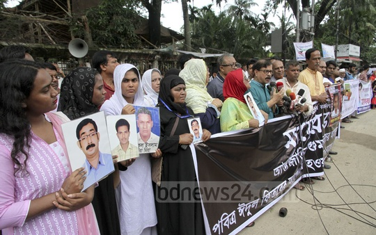 People hold a rally to protest the forced disappearances of their family members, in front of the National Press Club on Saturday. They demand their loved ones be returned before Eid.
