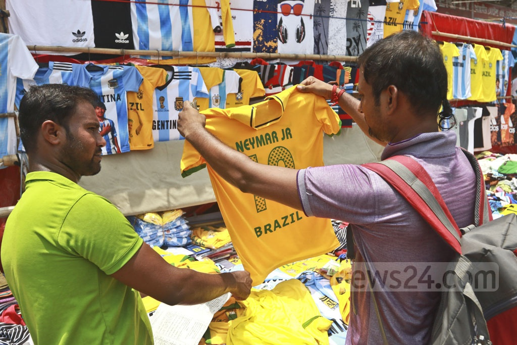 Crowds gather at roadside stalls to buy jerseys to show their support for their favourite teams. Photo: Abdullah Al Momin
