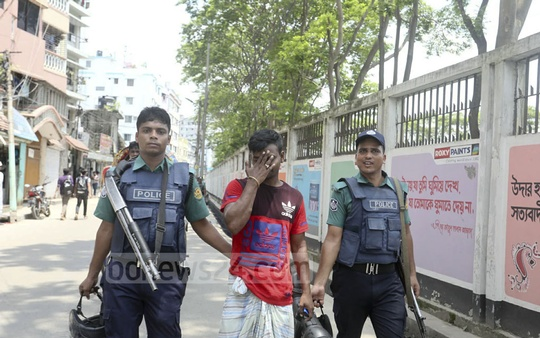 Several suspects were detained during a police anti-drug operation in the Ganakatuli area of Dhaka's Hazaribag on Sunday morning.