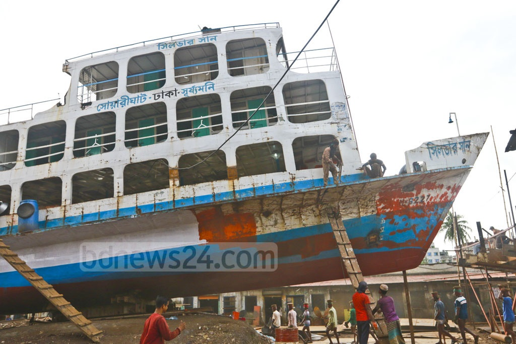 Workers at the dockyards in Dhaka's Keraniganj are repairing ferries to transport Eid-ul-Fitr holidaymakers. Photo: Abdullah Al Momin