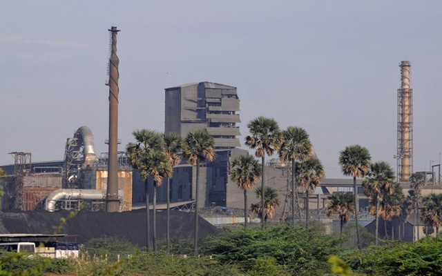 FILE PHOTO: A general view shows Sterlite Industries Ltd's copper plant, a unit of London-based Vedanta Resources, in Tuticorin, in the southern Indian state of Tamil Nadu April 5, 2013. Reuters