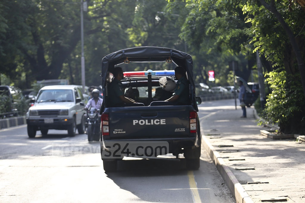 A police car without any number plate takes the wrong lane on Hare Road in Dhaka on Monday as vehicles are stuck in traffic congestion on the other lane. Photo: Mahmud Zaman Ovi