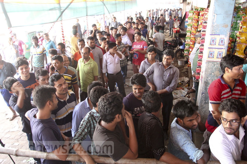People crowd the Gabtoli bus terminal to buy advance bus tickets for their Eid travels. Photo: Asif Mahmud Ove