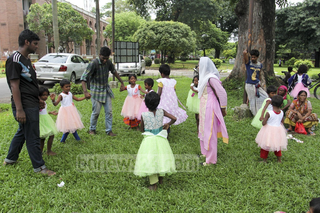 Some students of Dhaka University run Blooming Birds, a school for street children. The university students distributed clothes among the schoolchildren on Saturday ahead of Eid-ul-Fitr. Photo: Asif Mahmud Ove