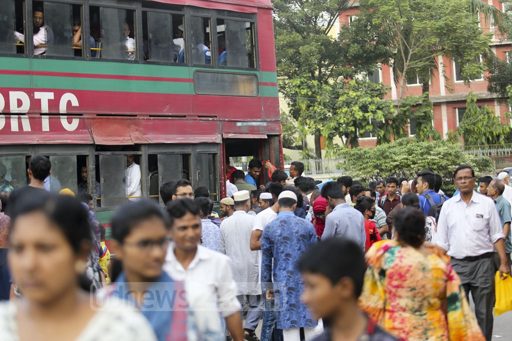 Commuters wait for transports at Farmgate in Dhaka on Saturday afternoon as the capital suffers traffic congestion on the weekly holiday. Photo: Mahmud Zaman Ovi