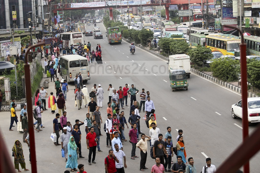 One lane was almost deserted with people waiting for transports while there was gridlock on the other at Farmgate in Dhaka on Saturday afternoon. Photo: Mahmud Zaman Ovi