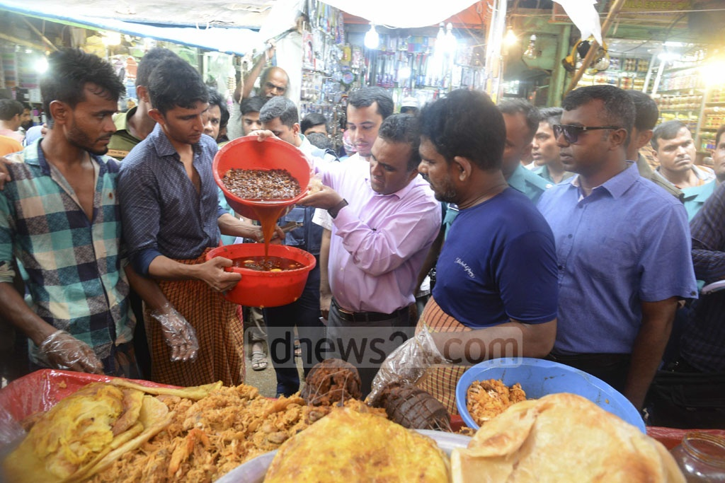 A mobile court conducting a drive against contaminated food on Iftar shops at Chawkbazar in Old Dhaka on Monday.