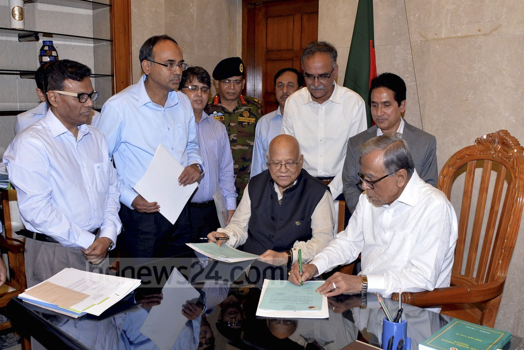 President Md Abdul Hamid signs the budget bill for Fiscal Year 2018-19 after it was approved by the cabinet. Photo: PID