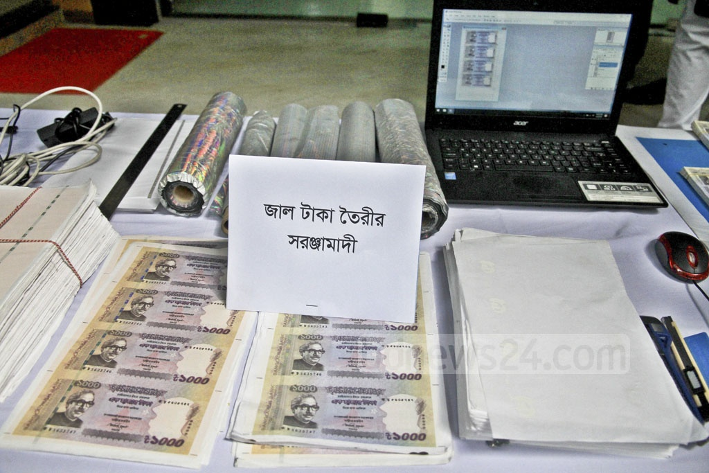 Detective police arrested 10 people and seized counterfeit currencies and tools to make them in Dhaka on Friday.