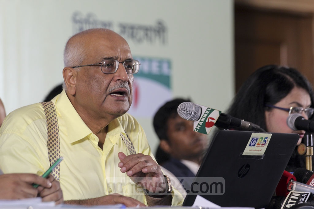 Debapriya Bhattacharya, a distinguished fellow at the Centre for Policy Dialogue, reacts to the proposed budget at a news conference in Dhaka on Friday. Photo: Asif Mahmud Ove