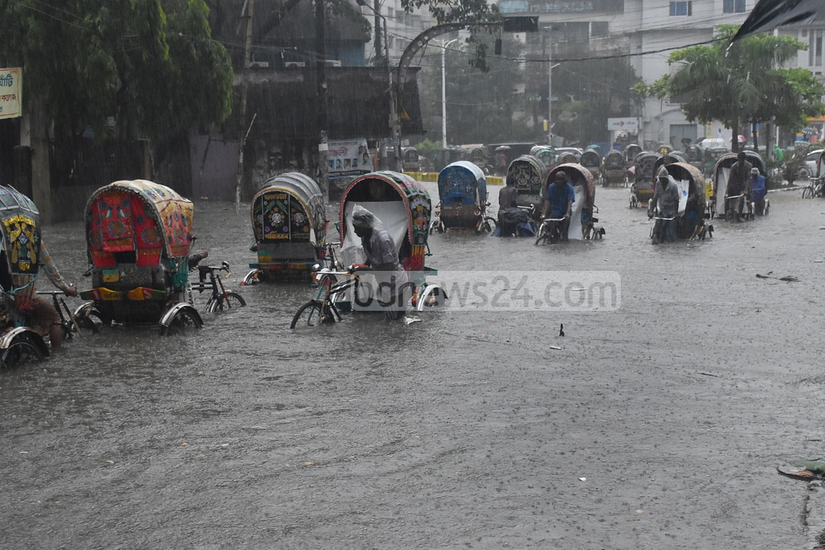 Many places in the port city of Chattogram went under water on Saturday after around an hour of rain. The photo is taken from Prabartak Mor. Photo: Sumon Babu