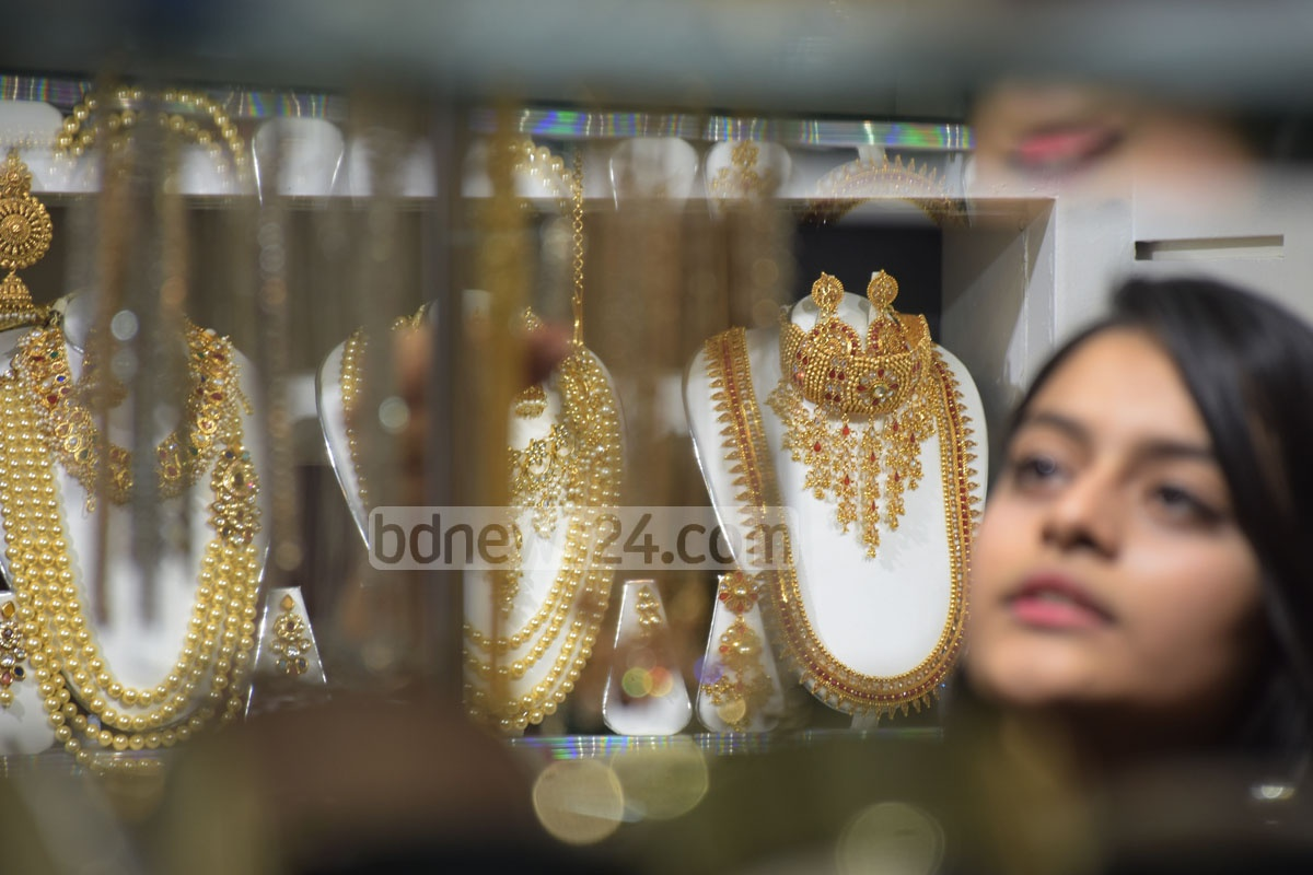 Girls are buying dresses to match with cosmetics and jewelleries in Chattogram's shopping centres for the Eid. This photo was taken from Afmi Plaza on Sunday. Photo: Suman Babu