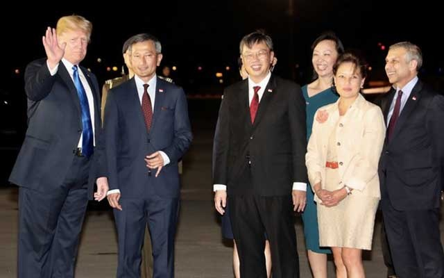 US President Donald Trump is met by Singapore's Foreign Minister Vivian Balakrishnan and other officials after arriving in Singapore embers of the North Korean delegation are seen in Singapore June 10, 2018, ahead of the summit between North Korean leader Kim Jong Un and US President Donald Trump. REUTERS/Tyrone Siu