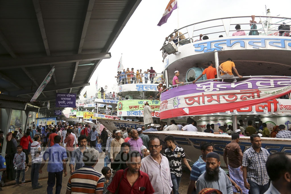 Crowds at Sadarghat Launch Terminal were bigger than before on Monday as Eid holidaymakers start leaving Dhaka. Photo: Mahmud Zaman Ovi