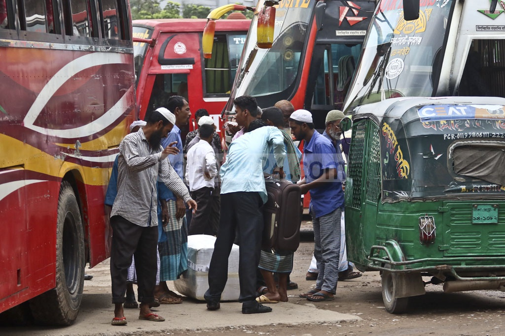Agents try to lure in Eid holidaymakers as they arrive in Sayedabad Bus Terminal in Dhaka on Tuesday. Photo: Abdullah Al Momin