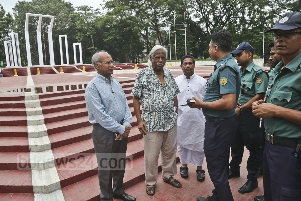 Pro-BNP professionals' leaders gathered at the Central Shaheed Minar in Dhaka on Tuesday to demand release of jailed party chief Khaleda Zia, but police foiled the sit-in.