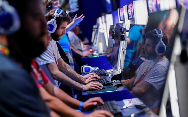 Attendees play video games at E3, the world's largest video game industry convention in Los Angeles, California, US Jun 12, 2018. Reuters